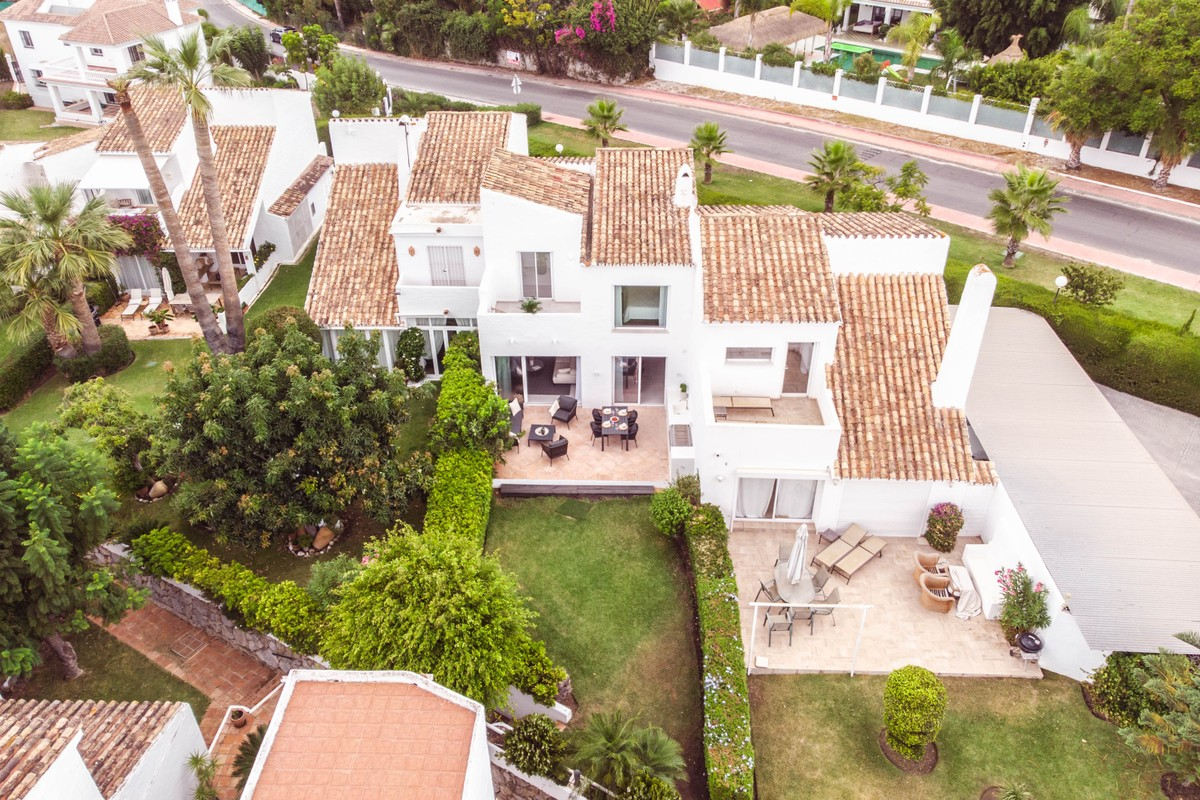 Villas for sale in Aloha Golf