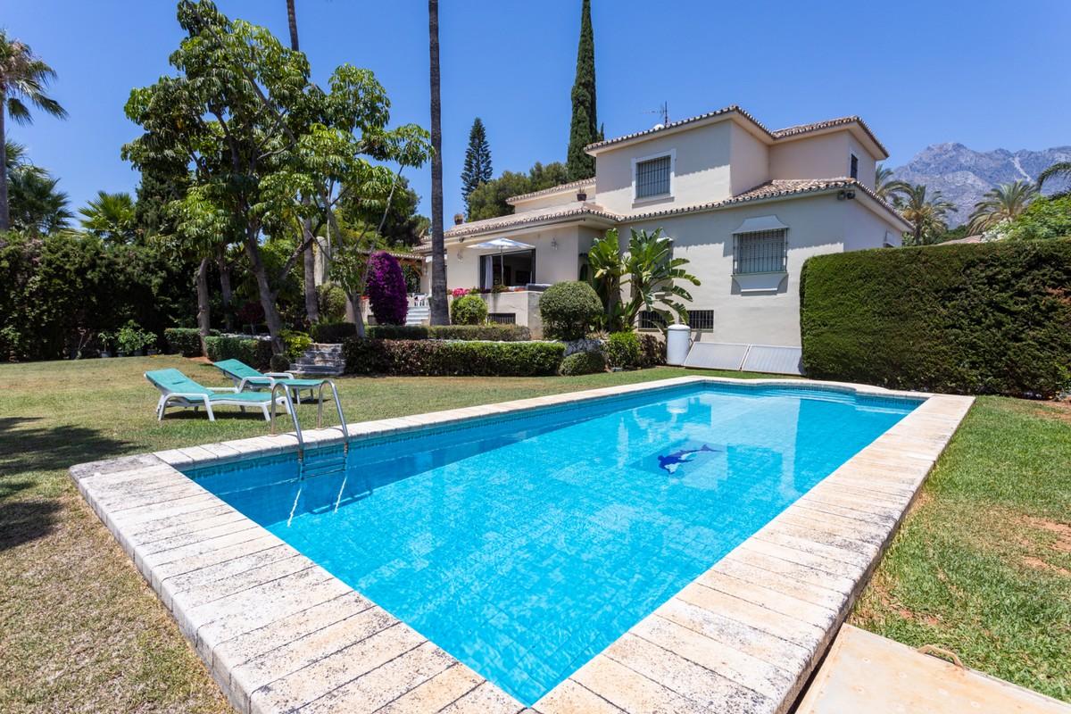 Villas for sale in El Mondrial