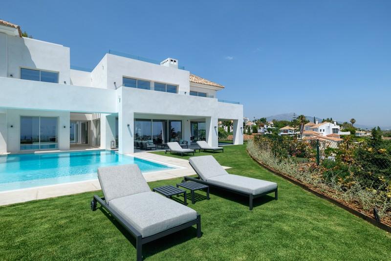 Villas for sale in El Paraiso