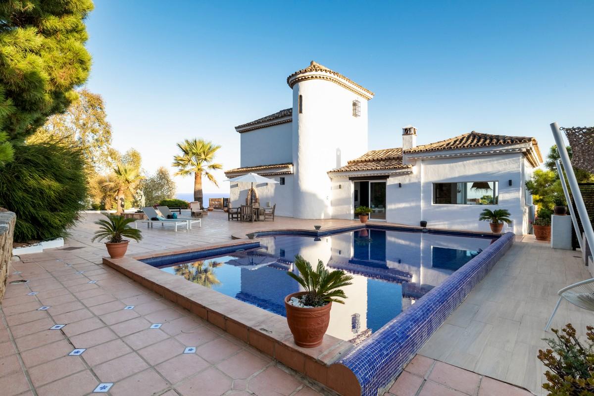 Villas for sale in Estepona