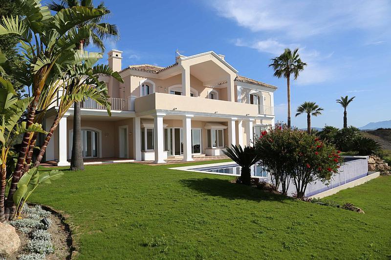 Villas for sale in Selwo